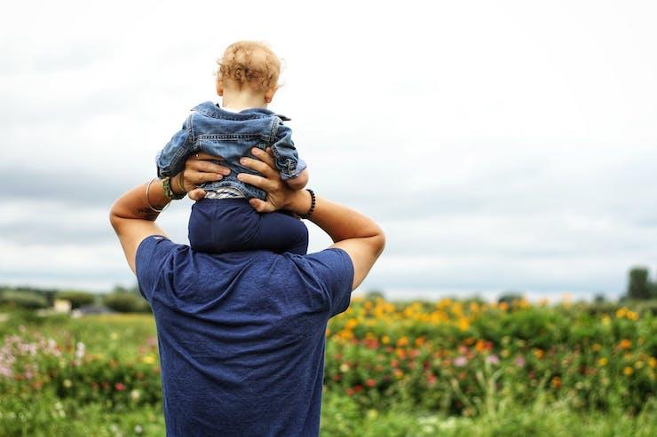 miniatura-roserdetienda-blog_quiropractica_lolivera_barcelona_lescorts-dia-padre-paternidad-marzo